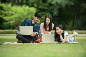mobilt bredbånd familie utendørs